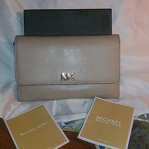 🎁Brand New Michael Kors Tri-Fold Wallet